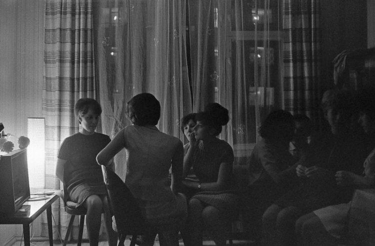 Студенческая вечеринка в квартире